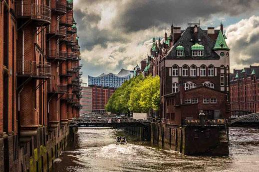 Fleet Fleetschösschen Hamburg Grün Bäume Wolken