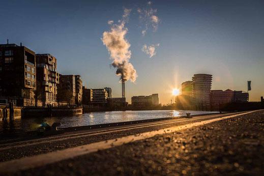 Hafencity Anleger Sonnenaufgang Schornstein