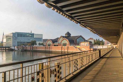Deichtorhallen Bruecke Sonne Abendlicht Oberhafen Hamburg