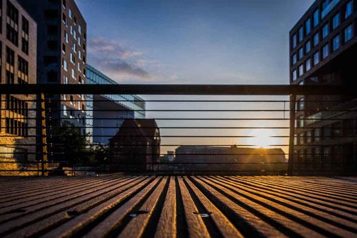 Holz Streifen Gegenlicht Gebaeude Hamburg Architektur Gelaender