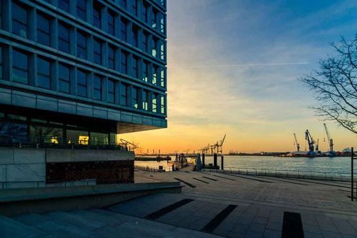 Fähre Anleger Hafen Hamburg an der Elbphilharmonie