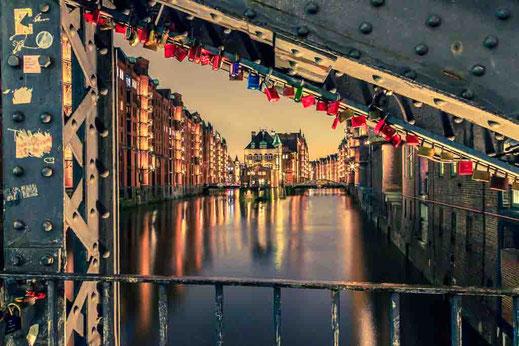 Hamburg Wasser Speicherstadt Fleet Fleetschloesschen Speicherstadt Klassiker