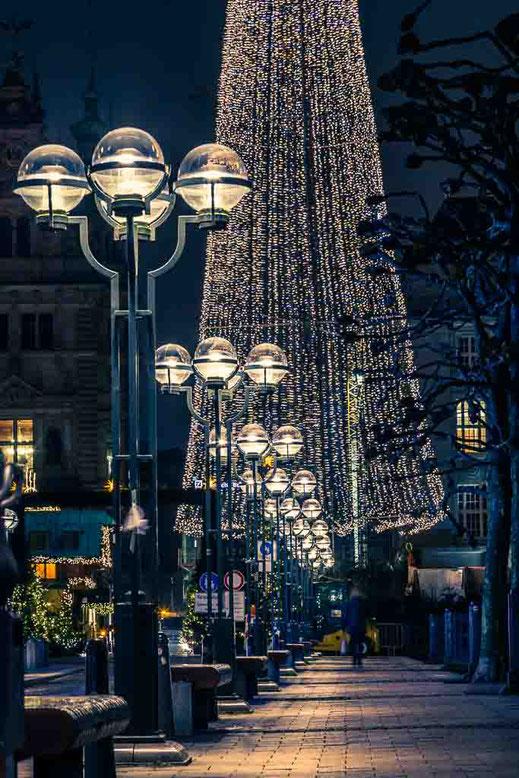Weihnachtsmarkt Hamburg Alsterfleet Rathausmarkt Lichterkette #lampwednesday #lampenmittwoch