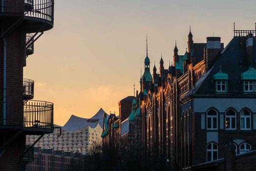 Elbphilharmonie Speicherstadt Abendlicht Hamburg