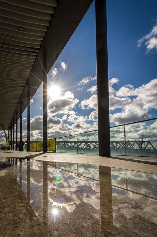Sonnen Reflexion Spiegelung Wolken Bruecke Elbarkaden