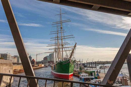 Segelschiff Schiff Landungsbruecken Attraktion Sonnenschein Hamburg