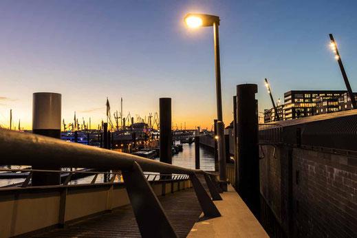 Baumwall Flutschutzmauer Lampe Beleuchtet Hamburg