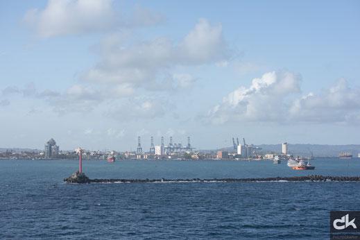 Einfahrt in den Hafen von Colón