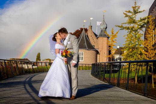 bruid en bruidegom, koffer, motor