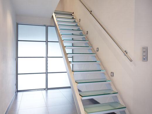 glazen trap met aluminium frame