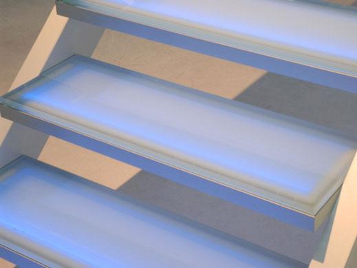 Glazen designtrap met aluminium frame, ingebouwde verlichting