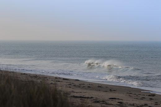 Wellen an der Pointe d'Agon in der Manche, Basse-Normandie