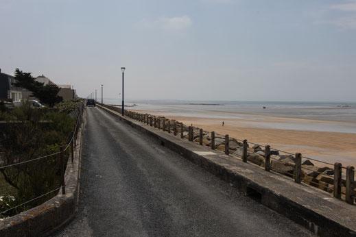 Strandpromenade Hauteville-sur-Mer in der Normandie