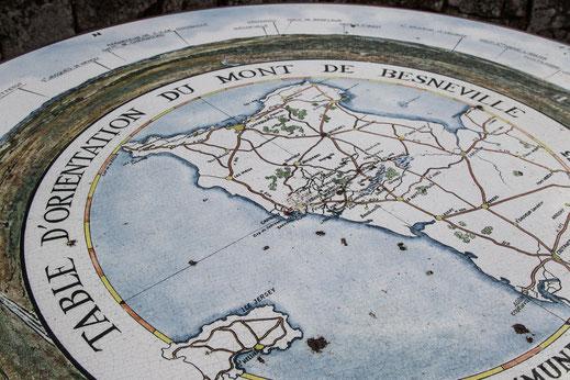 Orientierungstafel auf dem Mont de Besneville