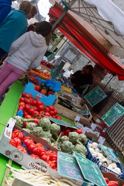 Ein Marktstand in La Haye du PPuits in der Manche/Basse-Normandie