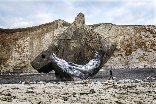 Filmtipp, Visages Villages, Normandie. Filmszene ein Bunker in der Normandie mit einem der Kunstwerke
