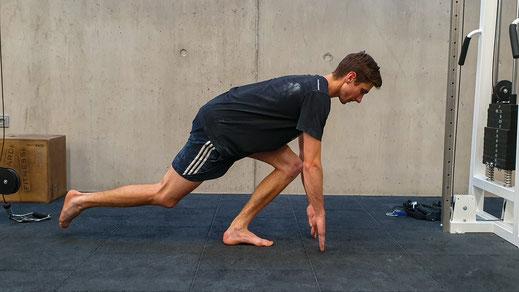 Begin recht voor je tenen en ga steeds meer naar de zijkant
