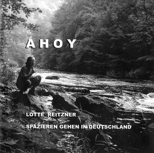 CD Cover von Ahoy von Lotte Reitzner, Frau sitzt am Ufer von Fluss