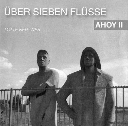 CD Cover von Über sieben Flüsse von Lotte Reitzner, Granitskulptur von zwei Männern