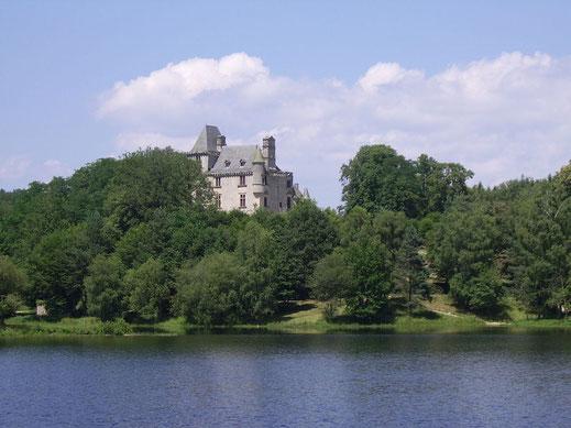 étang de La Prade et château de Sédières.