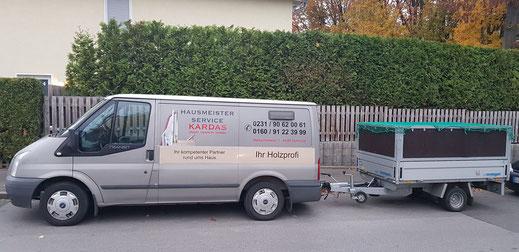 Unser Fahrzeug mit Anhänger jederzeit bereit für Sie