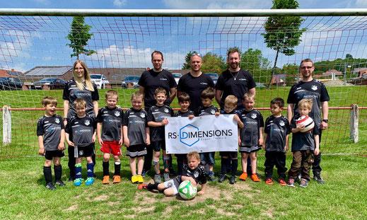Die Bambini mit Trainerteam und den Sponsoren von RS-Dimensions