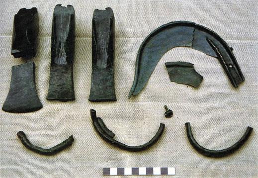 Einige Fertigprodukte des Bronzedepotfundes bei Enzersdorf im Thale (Foto: NÖ Landessammlung Ur-Frühgeschichte)