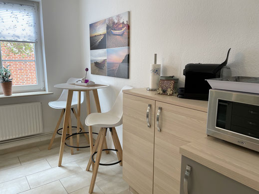 Küche mit Sitzecke und viel Stauraum