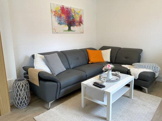 Wohnzimmer mit neuer Ledercouch