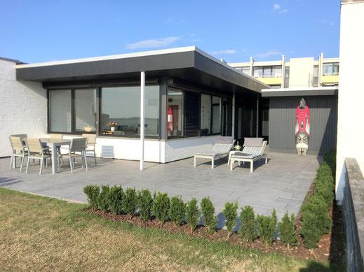 Große Terrasse mit Außendusche