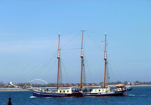 Einmaliger Blick auf die Ostsee mit der Hafeneinfahrt