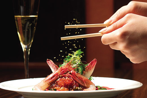 箸は金箔が降り掛かる  「ぱっきん箔」を使用
