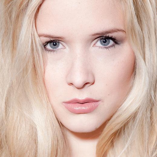 Shooting im Studio Frau, blaue Augen, blonde Haare, Beauty