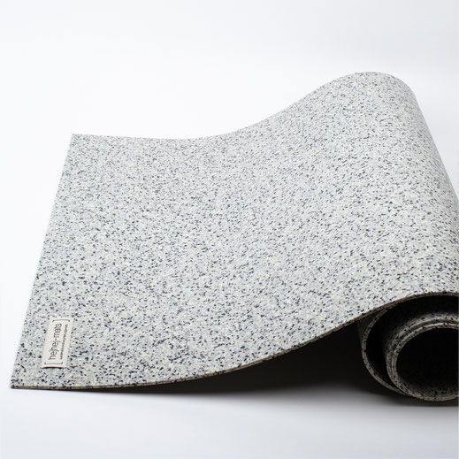 The first closed-loop yoga mat in the light colour.
