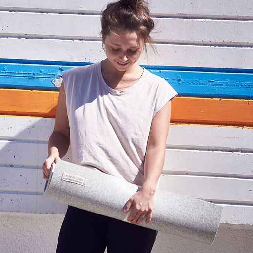 Here you can order the light recycled hejhej-mat yoga mat.