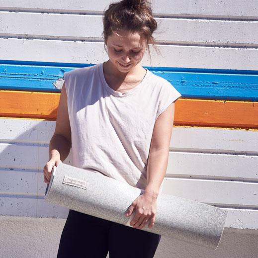 Hier kannst du dir eine helle recycelte hejhej-mat Yogamatte bestellen.