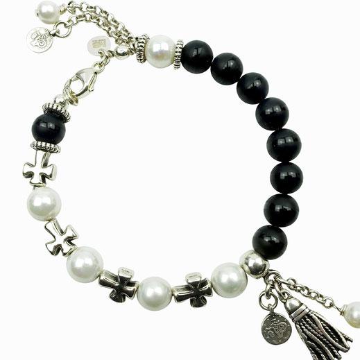 Damen-Armband aus Onyx- und Muschelkernperlen mit Kreuzen und einer Quaste aus DQ-Metall