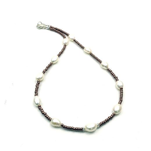 Lange Halskette, Rocailles dunkles Mauve, Süßwasserzuchtperlen, Silber 925