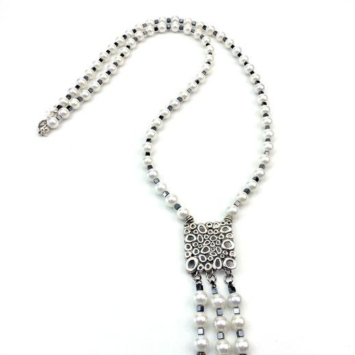 Lange Halskette Muschelkernperlen, HJämatitwürfel, Silber 925