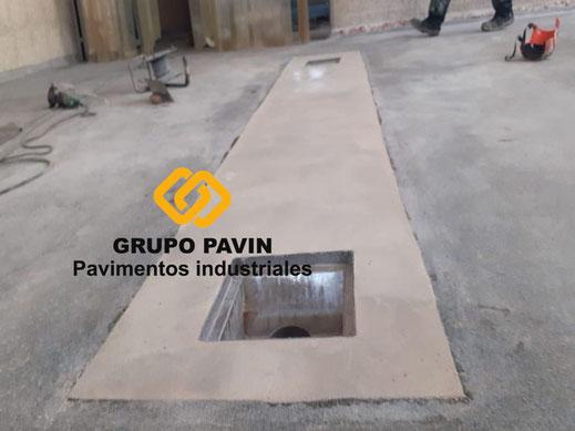 Material de relleno a nivel con el antiguo pavimento de los suelos de resinas metil metacrilato para un multicapa cuarzocolor en una industria cárnica