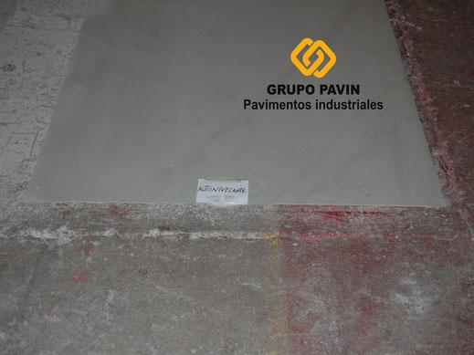Autonivelante cementoso de 6mm de espesor en suelos y pavimentos industriales de resinas en Barcelona