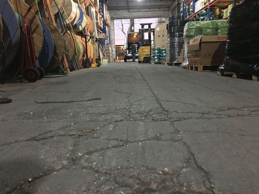 Suelos y pavimentos industriales de resinas continuos en Barcelona con roturas