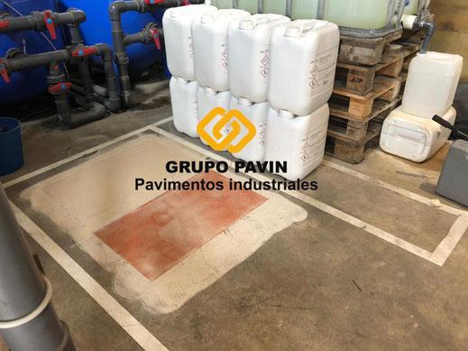 Preparación del soporte y primeras capas de aplicación con resinas epoxi bicapa y multicapa monocolor