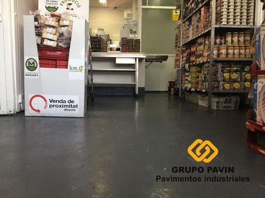 Zona venta al público antes de la aplicación de las resinas del pavimento para una carnicería