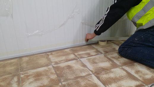 Preparación de la media caña sanitaria para el pavimento continuo de resinas