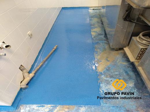 Imprimación al pavimento y media caña sanitaria