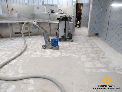 Preparación del soporte con la Blastrac para este suelo de resinas multicapa epoxi