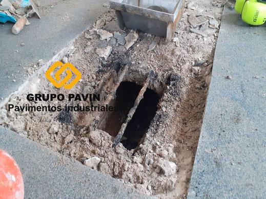 Detalle de la aplicación en la zona del sumidero de los suelos de resinas metil metacrilato para un multicapa cuarzocolor en una industria cárnica