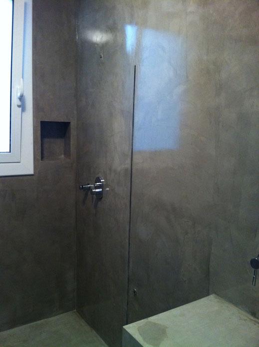 Microcemento sobre azulejos, así queda finalmente la aplicación en el baño