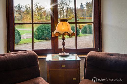 Orangerie Gotha Fenster Lampe Stillleben Herbst